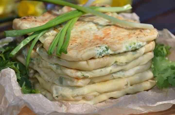 Лепешки с творогом и зеленым луком