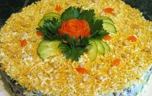 Праздничный слоеный салат