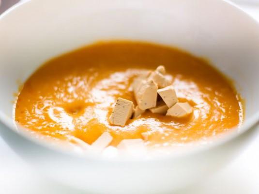 Готовим тыквенный крем-суп с сельдереем и сыром