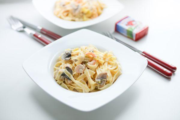 Лапша с сырно-грибным соусом