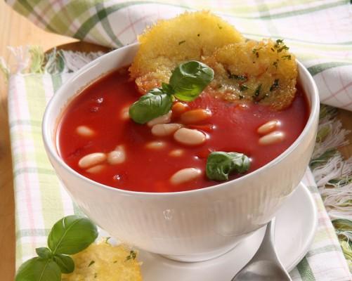 Фасолевый суп с гренками из кукурузной крупы