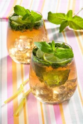 Безалкогольный лонг-дринк: мохито с соком лайма и тоником