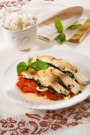Рыбное филе с помидорами и чесноком