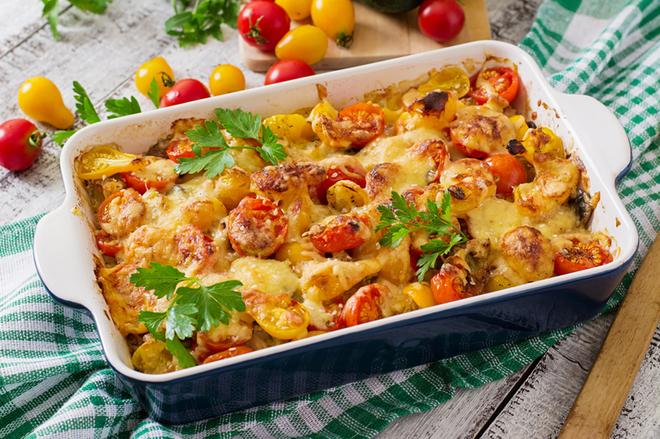 Постные блюда: картофельная запеканка с грибами и помидорами