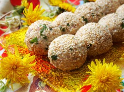 Салатные шарики с печенью трески