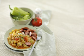 Лечо по-венгерски с копченым шпиком и паприкой: рецепт домашней заготовки