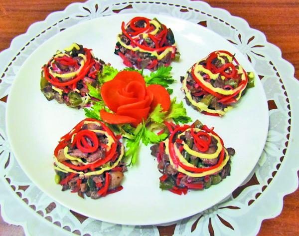 Салат-закуска из куриной печенки и шампиньонов