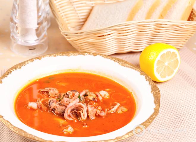 Томатный суп с рисом и морепродуктами