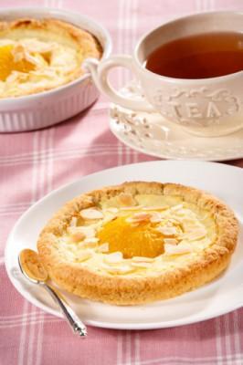 Ватрушки со сливами: рецепт выпечки с начинкой из творога, манки и фруктов