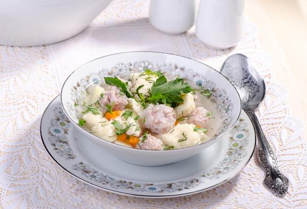 Суп с куриными фрикадельками и клецками