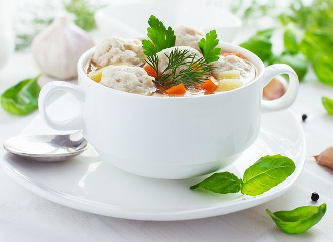 Суп с фрикадельками: рецепт с куриным фаршем