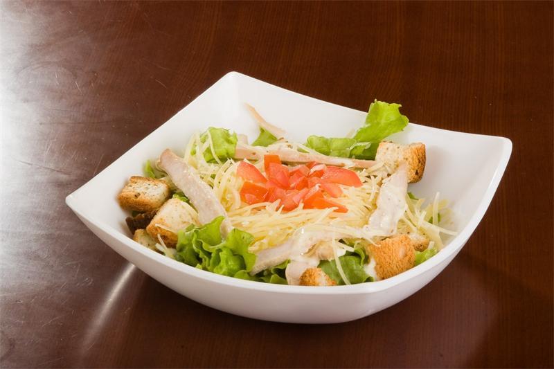 Как выглядит салат цезарь