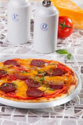 Картофельная пицца с салями — вкусное блюдо за полчаса