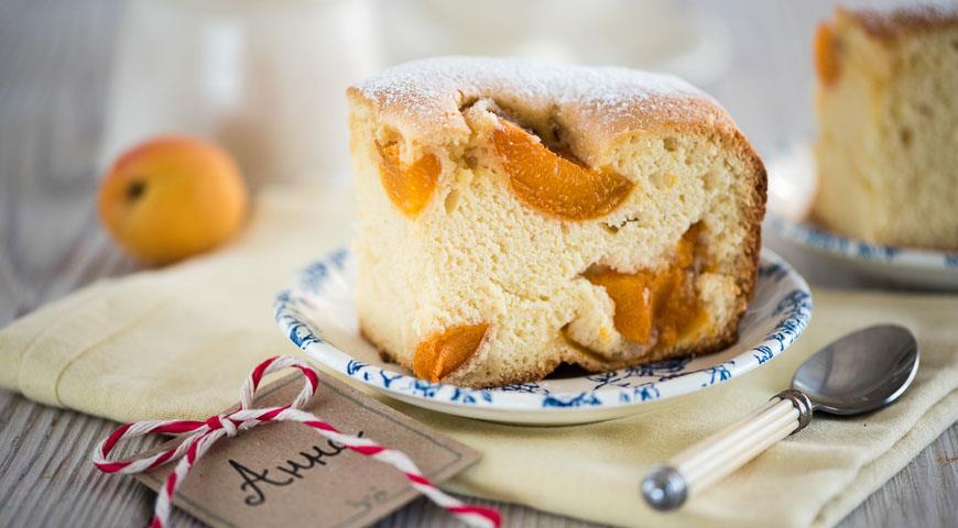 Пирог шарлотка с абрикосами