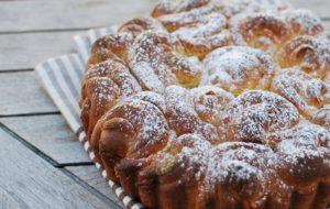 Булочный пирог «Букет роз»