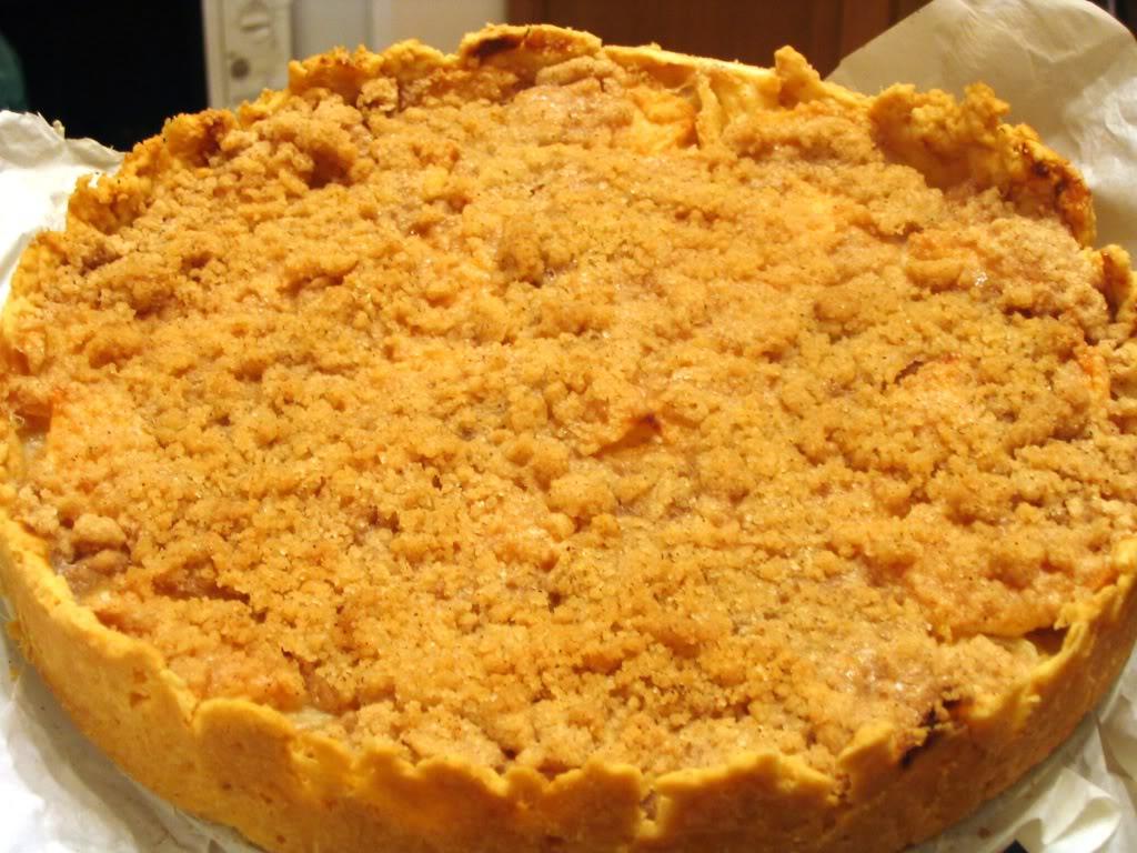 Персиковый пирог с коричной крошкой