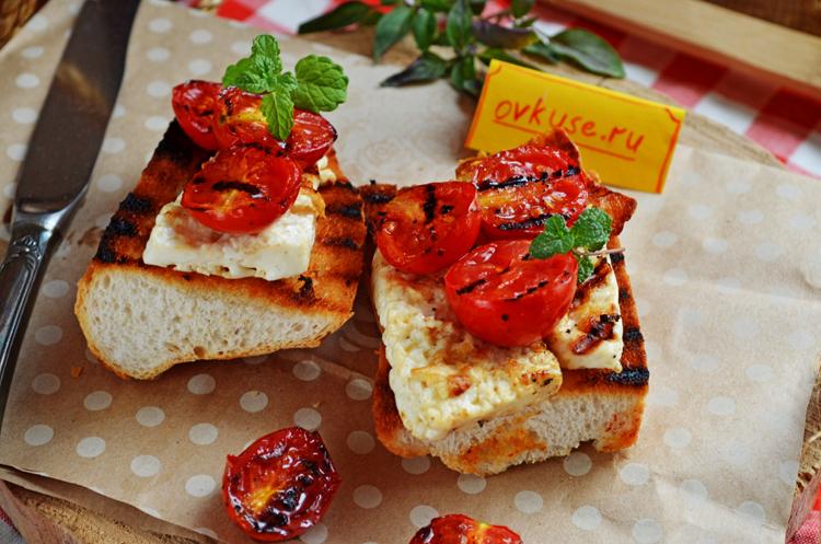 Брускетта с помидорами и сыром гриль
