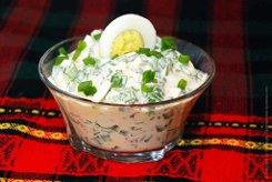 Салатик из зеленого лука с яйцами