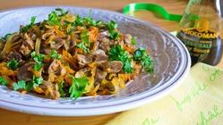 Теплый салат из куриных желудочков