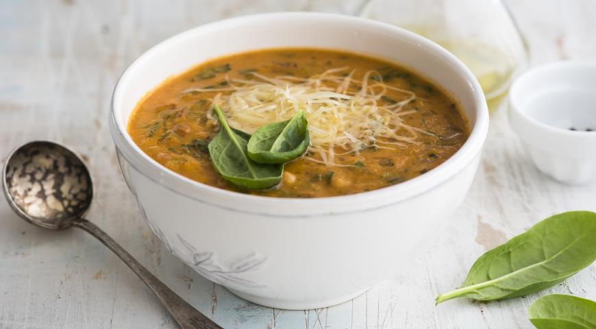 Томатный суп с нутом и беконом