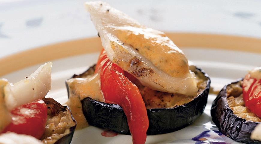 Рыба на тарелочках из баклажанов