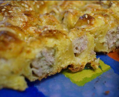 Слоеный пирог с мясом и сыром