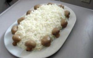 Салат новогодний «Грибы на снегу»