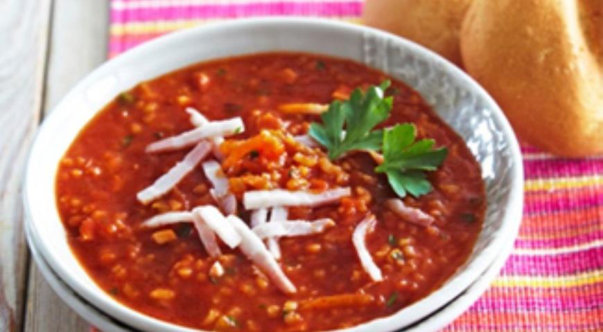Томатный суп с копченой грудинкой в мультиварке