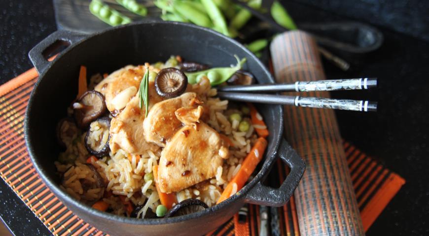 Рис с острой курицей и грибами шиитаке
