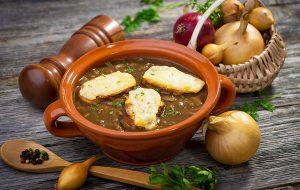 Французский луковый суп с сырными гренками