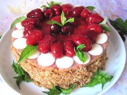 Торт «Малиновое превращение»