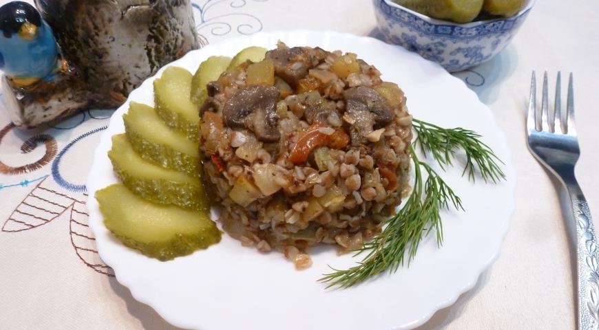 Гречневая каша с грибами и овощами