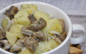 Салат из солёных груздей
