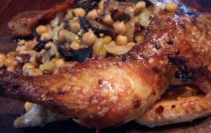 Курица, запеченная с грибами и нутом