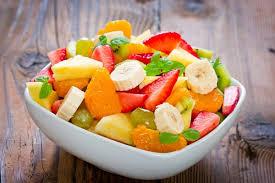 Зимний фруктовый салат с медово-горчичным соусом