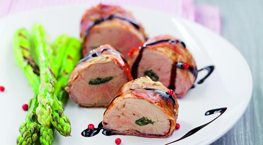 Свиная вырезка с базиликом и прошутто