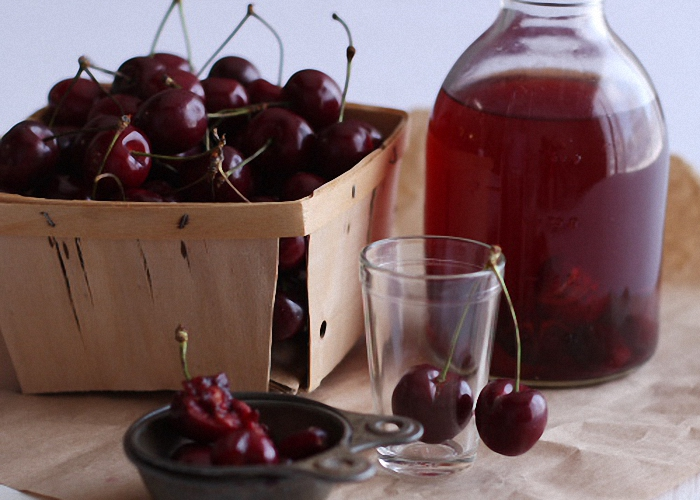 Вишневый ликер (на вишне с косточками)
