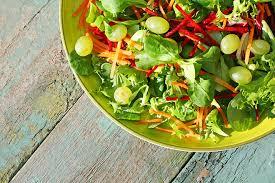 Салат с виноградом и овощами