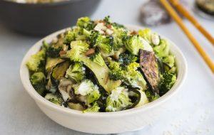 Запеченный салат из цукини с брокколи и тархуном