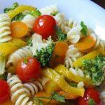 Летние салаты из пасты с овощами