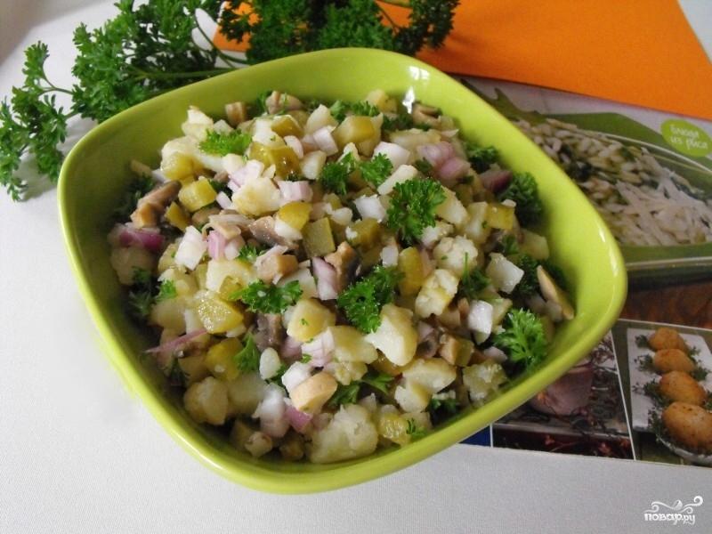 Салат с квашеными огурцами