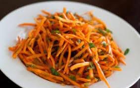 Морковный салат «Кнутом и пряником»