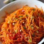 Пикантный морковный салат