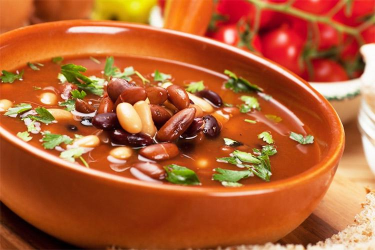 Суп с фасолью и черносливом