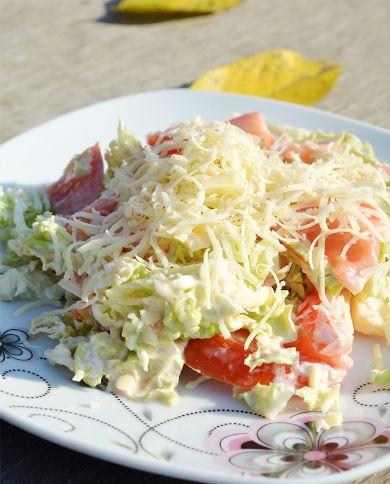 Салат из пекинской (белокачанной) капусты с помидорами