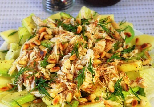 Салат «Авокадо с яблоком и курицей»