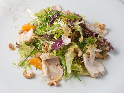 Салат с куриным филе и мандарином