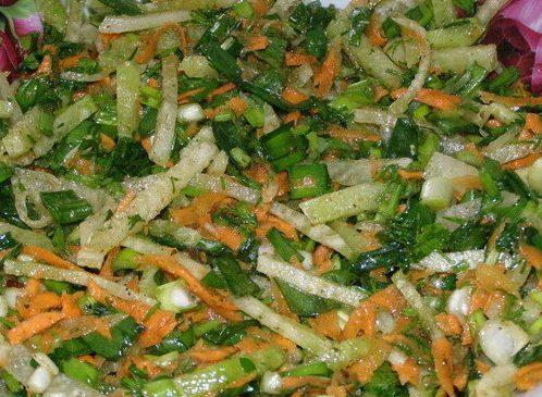 Салат из маргеланской редьки и зеленого лука