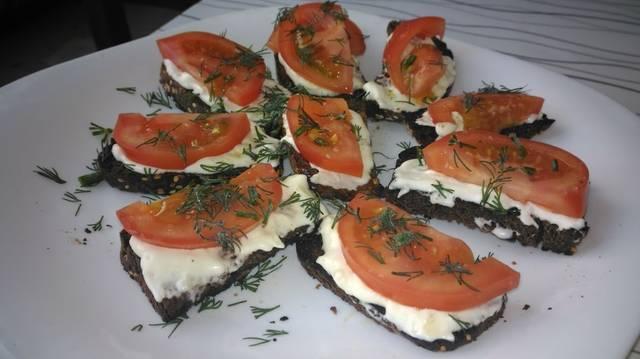 Пикантные эконом бутерброды, отличная быстрая закуска