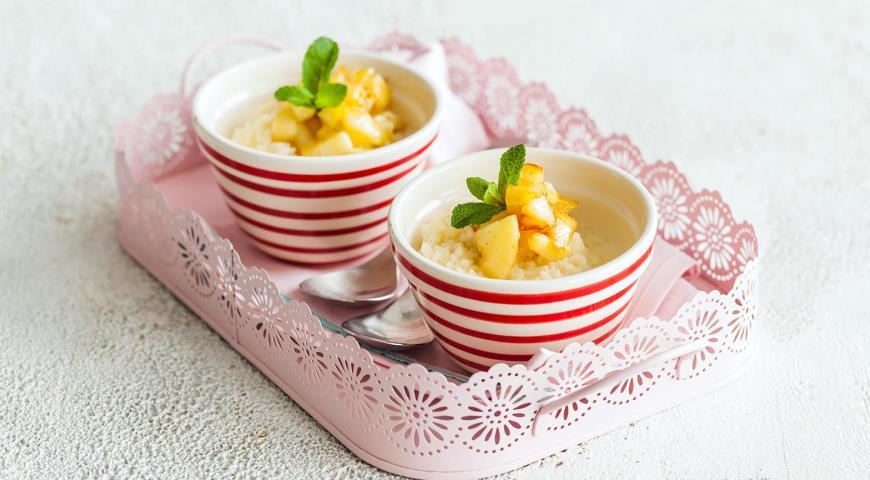 Рисовая каша с ванилью и яблоками